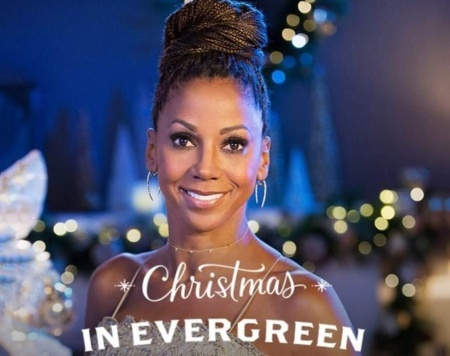 Holly Robinson Peete Kicks off the Holidays on The Mo'Kelly Show with 'The Christmas Doctor' and 'Christmas in Evergreen: The Bells are Ringing' (LISTEN)